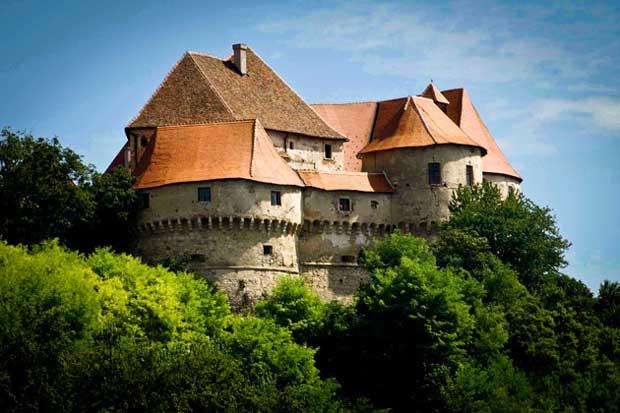 Dvor Veliki Tabor - prebivalište obitelji Rattkay ( Kulturni turizam )
